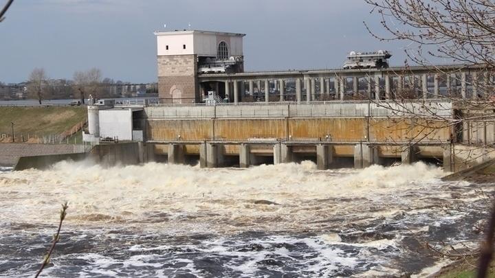 «Смертельно опасно»: жителей Ярославской области предупредили о сбросе воды с рыбинских шлюзов