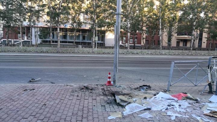 В Центральном районе «Ниссан» намотало на столб — погиб 25-летний пассажир