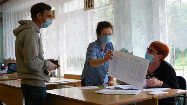 Стало известно, сколько человек в Омской области пришли на голосование по поправкам