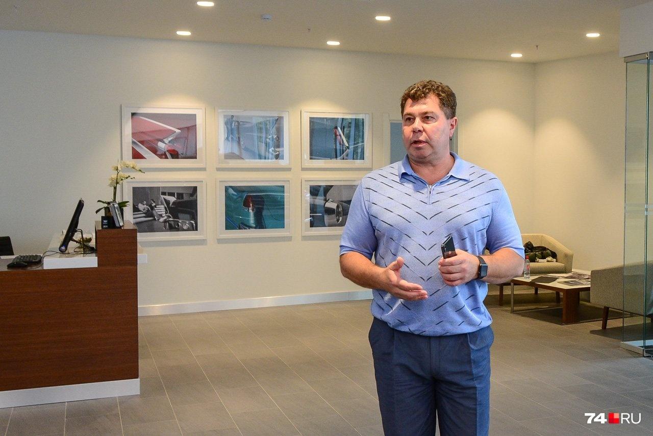 Генеральный директор компании «Планета Авто» Андрей Кольцук во время презентации нового дилерского центра Chevrolet и Cadillac: сейчас оба на карантине