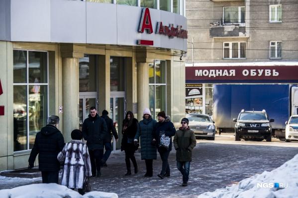 Специалисты НАПКА представили портрет новосибирца, который задерживает выплаты по кредитам