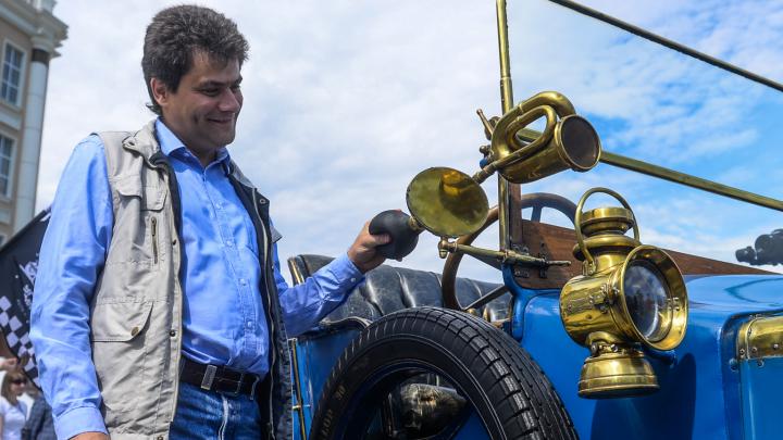 Доходы мэра Александра Высокинского снизились на треть