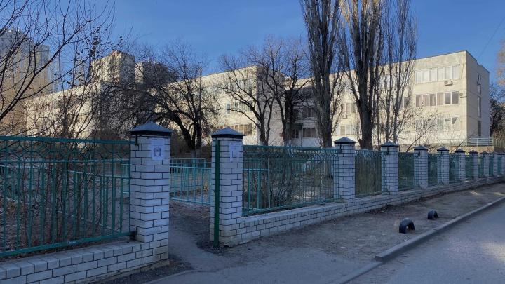 Грязные руки или зараженные вода и пища: названа причина госпитализации учеников лицея №11 в Волгограде