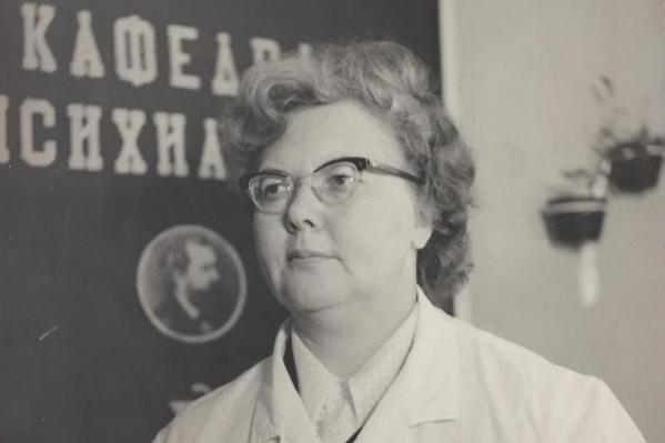 Когда началась Великая Отечественная война, Изиде Муратовой было 13 лет. Повзрослев, она пошла в медицину и стала доктором медицинских наук, основала Северную клиническую, педагогическую и научную психиатрическую школу