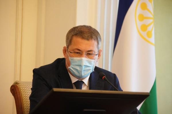 Радий Хабиров провел онлайн-встречу с волонтерами