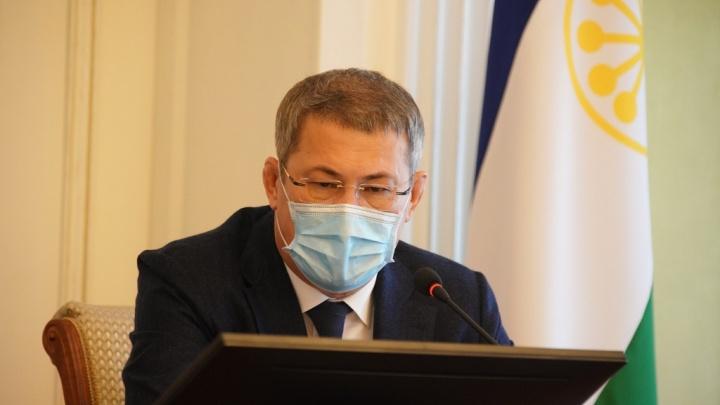 Радий Хабиров сообщил, что в Башкирии коронавирусом заразились многие волонтеры
