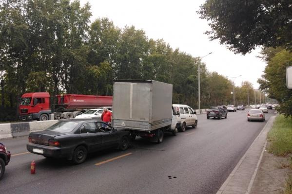 Автомобиль, который, по словам одного из водителей, стал причиной аварии, благополучно её избежал
