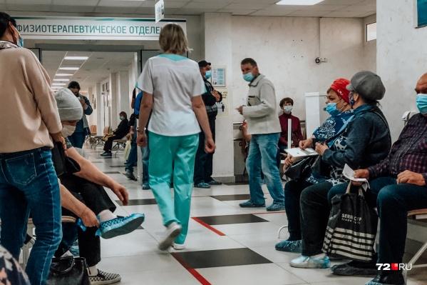 В течение нескольких дней в Тюменской области выявляют свыше ста заболевших COVID-19