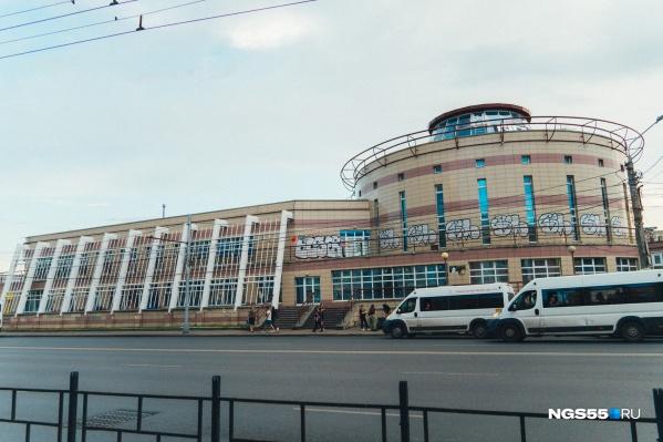 Торговый комплекс был построен в 2003 году