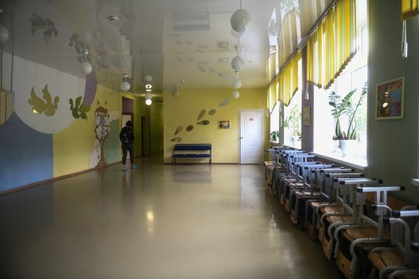 Две школы, которые работают в режиме триместров, вернулись к занятиям в очной форме