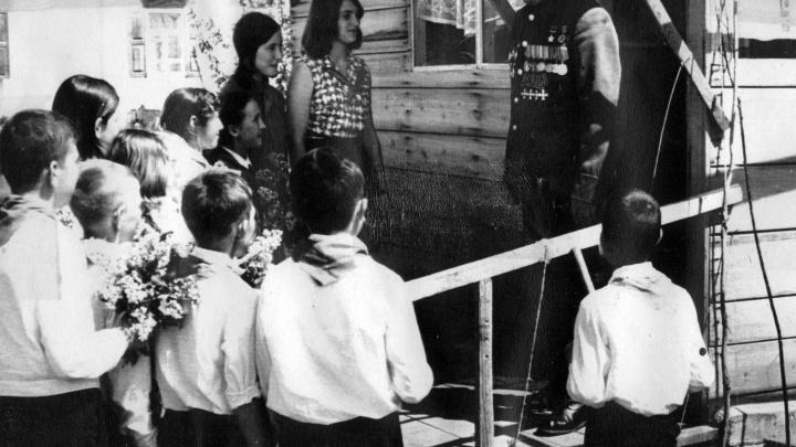 Строили мосты под пулеметным огнём, разоблачали шпионов: как сражались за родину простые советские бойцы