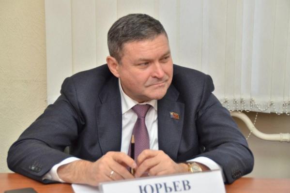 В кузбасском парламенте Алексей Юрьев курирует вопросы промышленной политики, жилищно-коммунального хозяйства и имущественных отношений