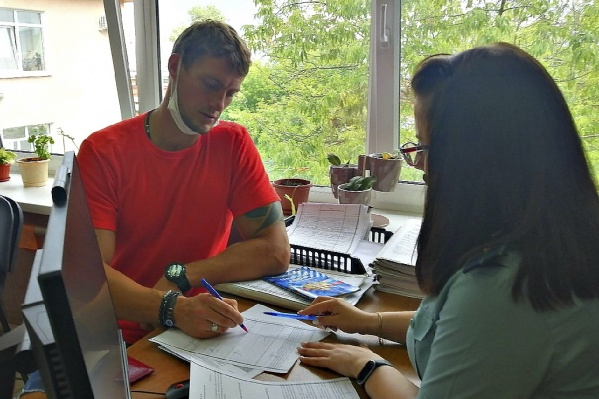 Звезду телешоу «Дом-2» Александра Задойнова отправят работать уборщиком за долги