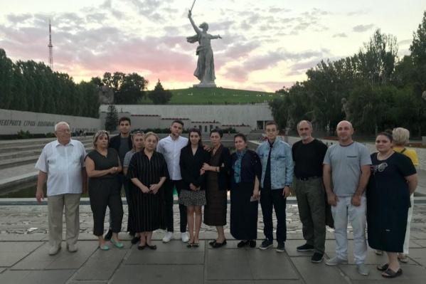 Женщины поднялись на главную высоту России