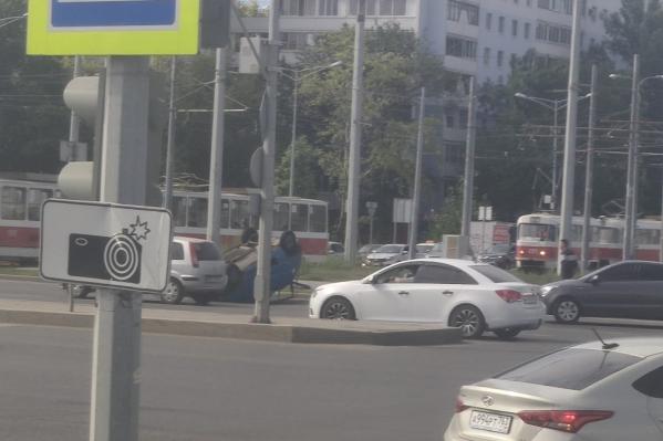 Водитель отечественного авто ехал на зеленый