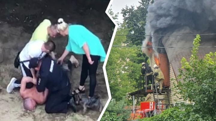 Двое ярославцев устроили драку с пожарными, тушившими здание транспортной полиции. Видео