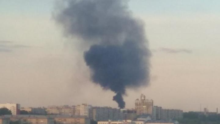 «Все сады в дыму, дышать невозможно»: на челябинском трубопрокатном заводе вспыхнул пожар