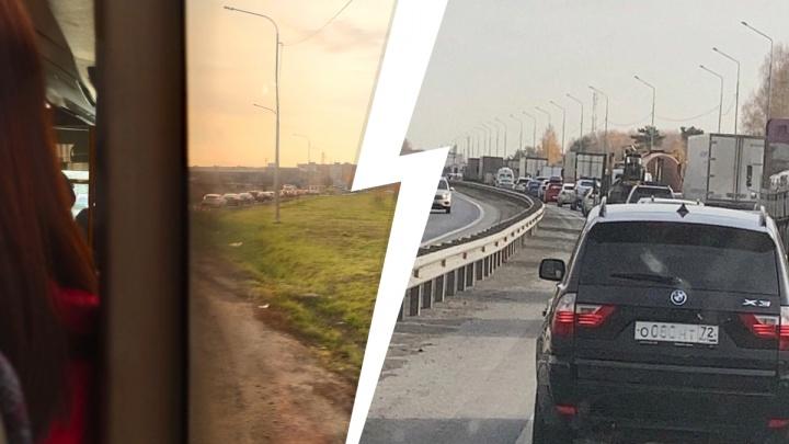 В Тюмени водители встали в огромную пробку на Московском тракте