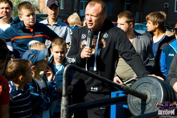Шлеменко открыл в Омске несколько уличных спортивных площадок