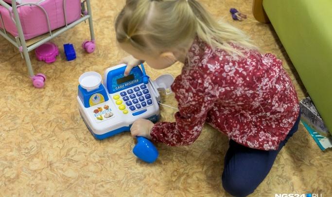 Заведующая детсадом в Минусинске больше года завышала зарплату работников и разницу забирала себе в карман
