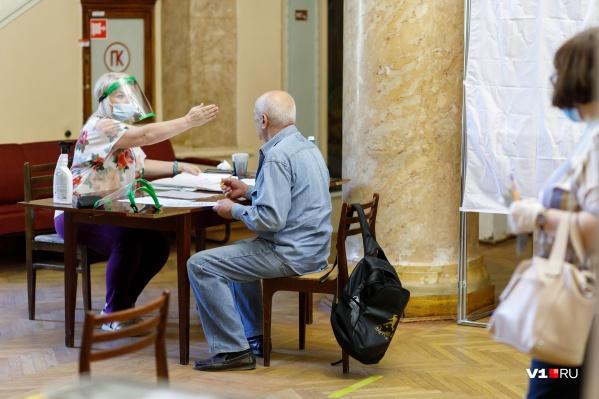 Волгоградцы на шести УИК попытались проголосовать по второму кругу