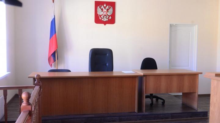 Процесс по делу экс-депутата гордумы Екатеринбурга, обвиняемого в хищении 2,5 миллиарда, сорвала оса