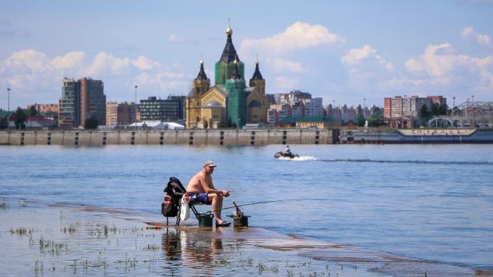 Эпидемия лету не помеха: 15 знойных снимков с улиц Нижнего Новгорода