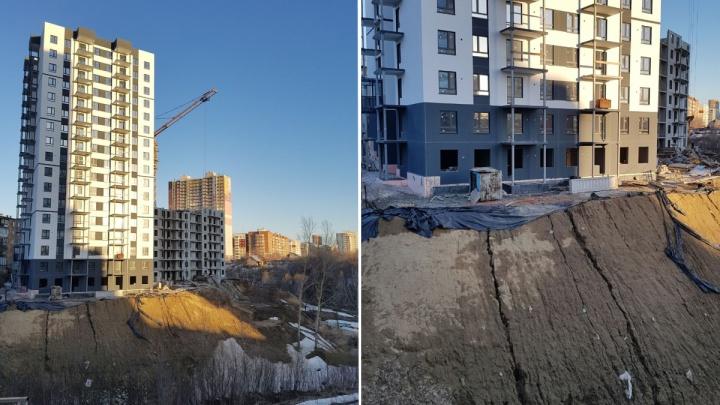 На Танковой заметили трещины в земле под новостройкой — раньше в этом районе была угроза оползня