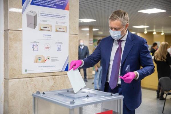 Юрий Бездудный на голосовании 25 июня