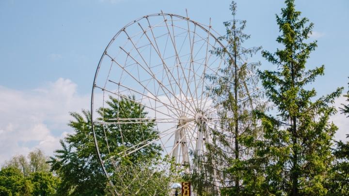 В парке Гагарина демонтируют колесо обозрения