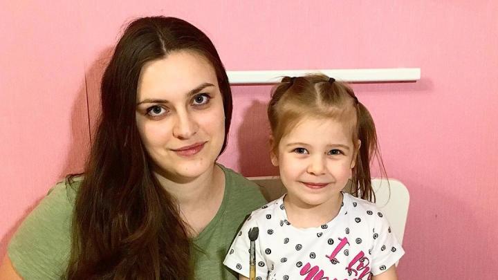 Дети дома! Мама-блогер из Архангельска учит, как рисовать на молоке. Видео