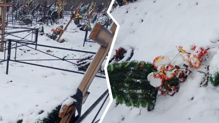 «На могилах зияют дыры»: ярославцы обсуждают обвал на городском кладбище