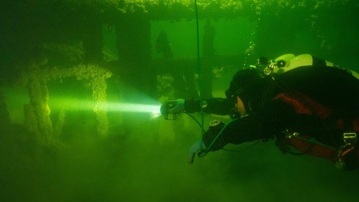 «Авария до сих пор остается загадкой». Репортаж из лагеря дайверов, изучающих затонувший в Сылве старинный пароход
