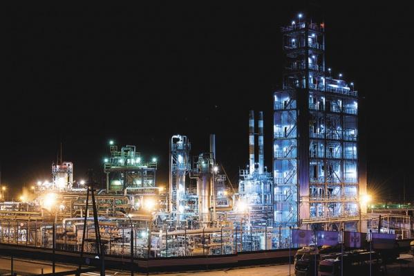 Так выглядит один из самых красивых заводов области (да, у заводов есть свой шарм) — Коченёвский нефтеперерабатывающий завод