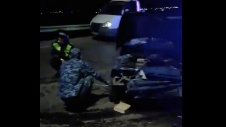 В Волгоградской области водитель «десятки» погиб в лобовой аварии — видео с места ДТП