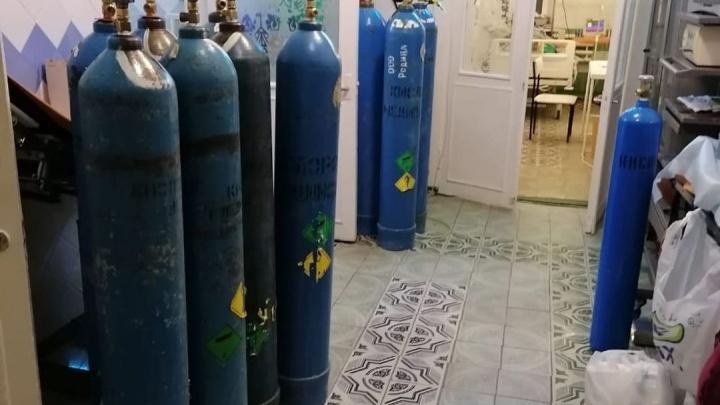 Главврача ЦРБ Неклиновского района вызвали в прокуратуру из-за кислородных баллонов