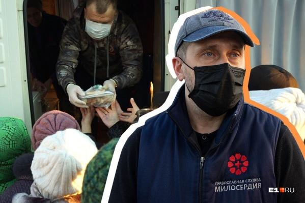 Выйдя на пенсию по выслуге лет,Константин Бунин стал руководителем волонтеров