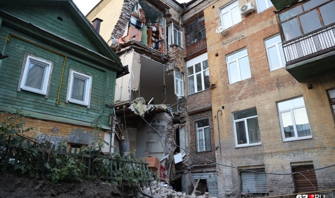 «Там был незаконный пристрой»: в «СКС» прокомментировали обрушение дома на Галактионовской