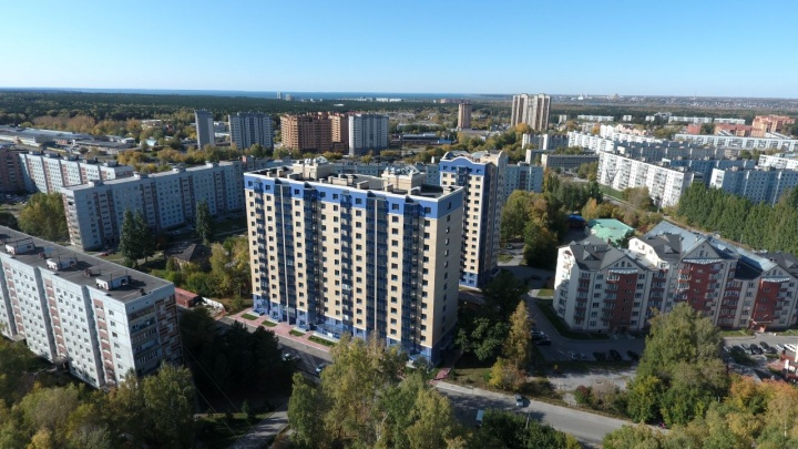 Рядом с одной из лучших школ в стране построили настоящий дом бизнес-класса с просторными квартирами