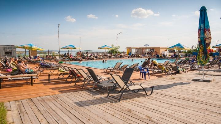 Топ-5 открытых бассейнов в Новосибирске. Где можно поваляться на шезлонге и сколько это стоит