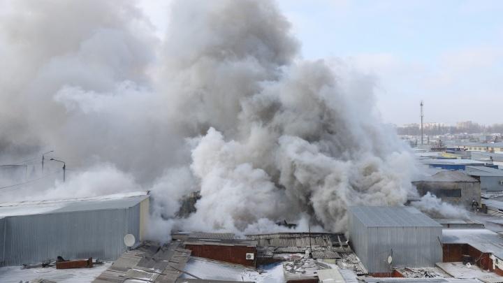 Пожар на ростовском рынке «Классик» полностью локализован