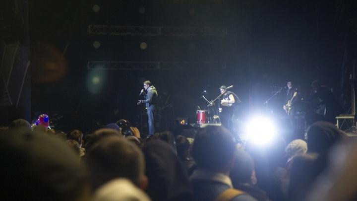 «Надо вместо ИВЛ Шевчука включать»: в Уфе для горожан провели грандиозный концерт. Это понравилось не всем