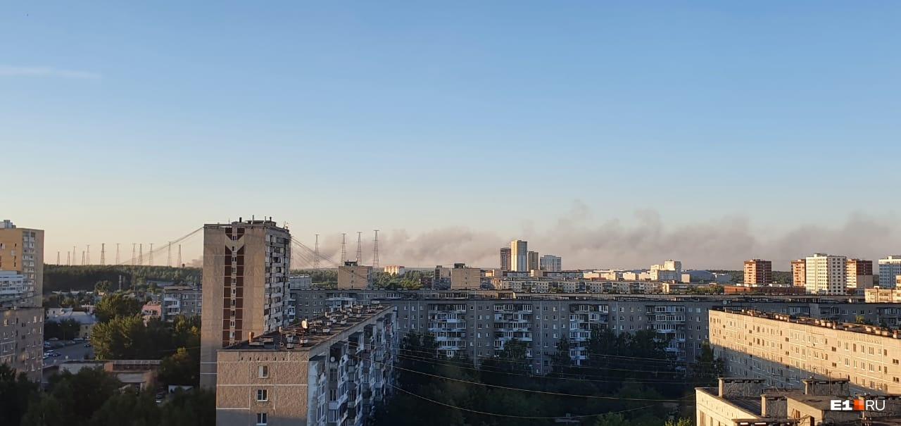 Дым от пожара видно издалека