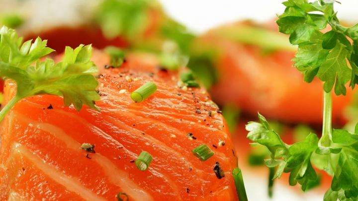 Омичи смогут заказать свежую рыбку и морепродукты с доставкой до двери