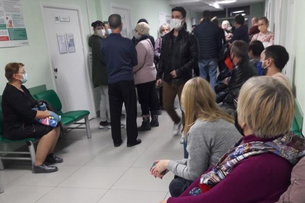 Губернатор Вадим Шумков предложил установить в зауральских больницах дополнительные видеокамеры, чтобы избавиться от очередей
