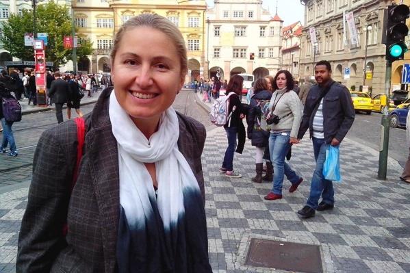 Популярная в прошлом новосибирская телеведущая Елена Ерушина рассказала, как в Чехии переживают карантин