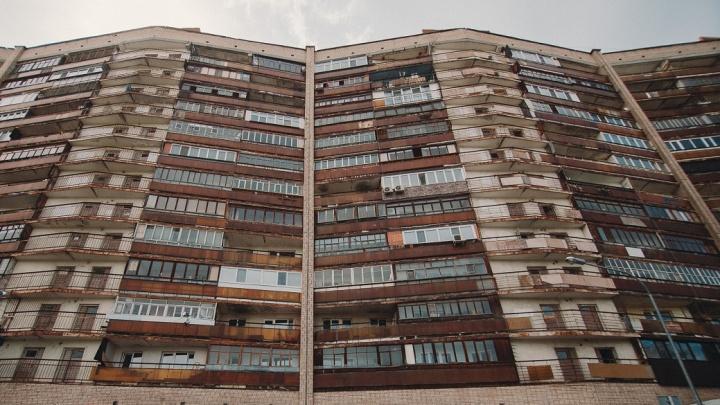 Реновация в Тюмени: что останавливает застройщиков и почему жители старых домов не хотят съезжать