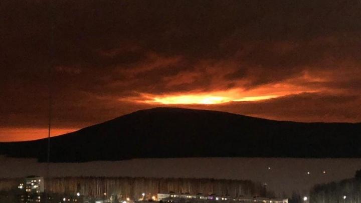 В Прикамье взорвался магистральный газопровод — алое зарево видели во многих городах. Подробности ЧП
