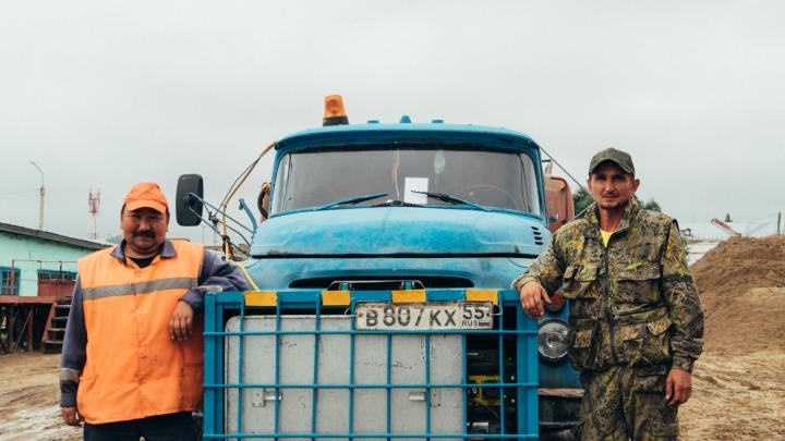 «Все кричали, а беременная самая спокойная была»: омские дорожники — об утреннем ДТП со скорой