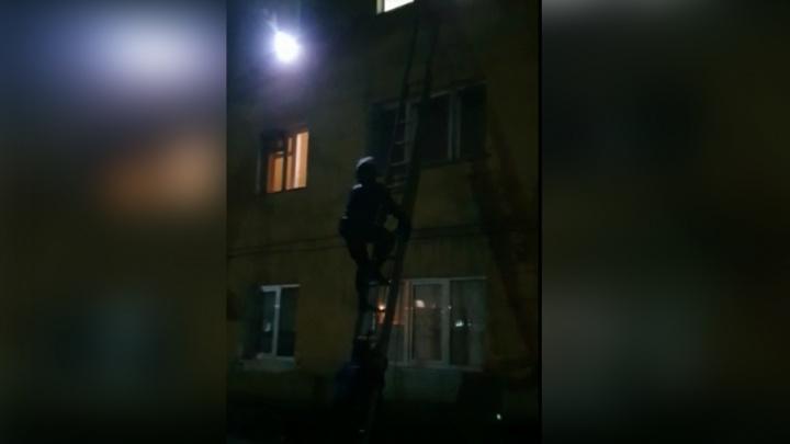 Спецназ через окно штурмовал квартиру кузбассовца. Рассказываем почему
